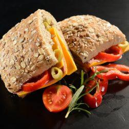 Tahıllı Ekmeğe Cheddar-Dana Jambonlu Sandviç (2)