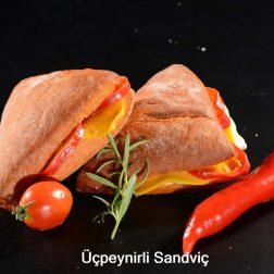 Üçpeynirli Sandviç