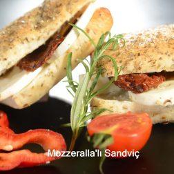 Mozzzerallalı Sandviç